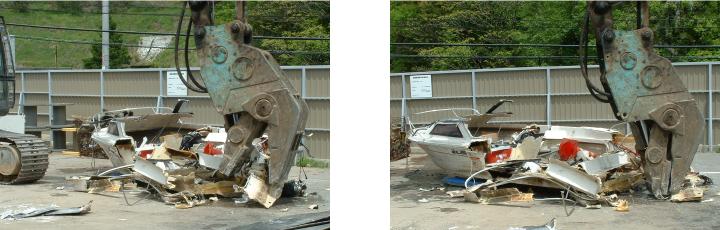 油圧ショベルで廃船を破砕